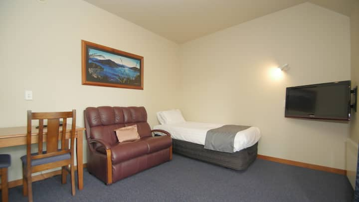 2 Bedroom Apartment with Kitchen & WIFI @ Comfort Inn Riccarton