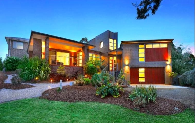 Contemporary, spectacular views Central Ballarat