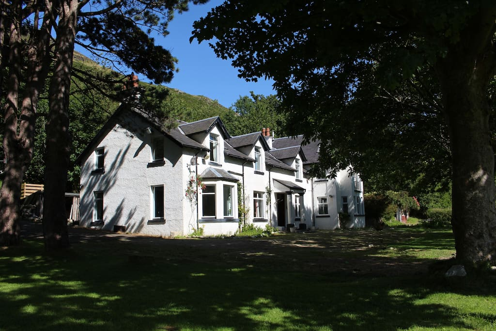 Butt Lodge offers luxury B&B accommodation and enjoys a sunny, secluded position in the village of Lochranza