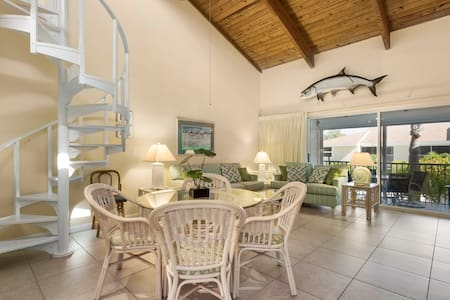 Villa Sanibel 1H, 2bedroom + LOFT, Steps to beach