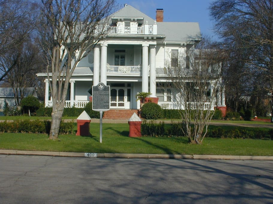 Front view of the Moore-Ventura Bed and Breakfast