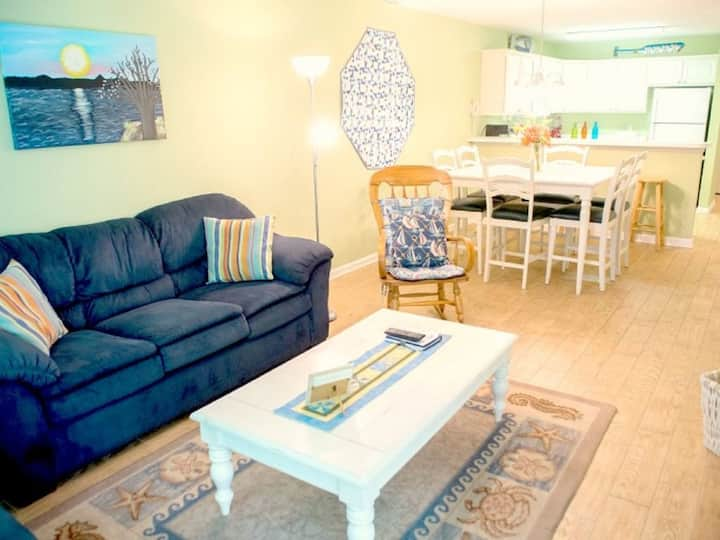 You're Invited... Golf-Minutes to Beach-1st Floor-Washer/Dryer-Free WiFi