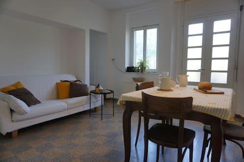 Apartamento completo com amplo jardim