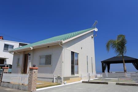 Luana House    Luanaはハワイ語で、皆で楽しむ、くつろぐ、満足するという意味です。