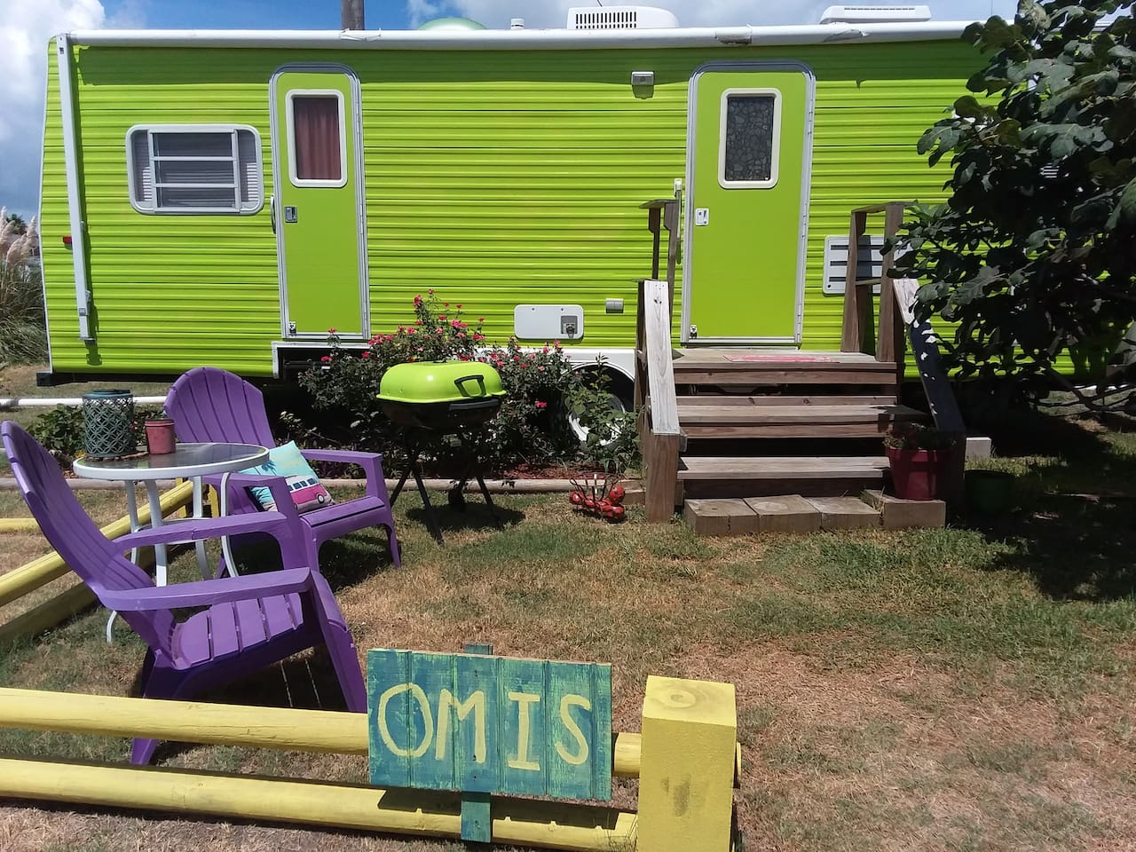 The Omi is Hippie in style and spacious! Sits about 30 feet from the shoreline!