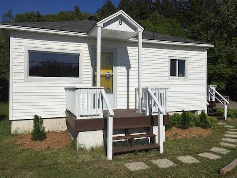 The Yellow-Door Cottage in Saint Martins