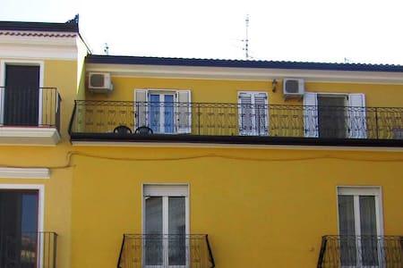 Alloggio confortevole con terrazzo in pieno centro - Barile - Wohnung