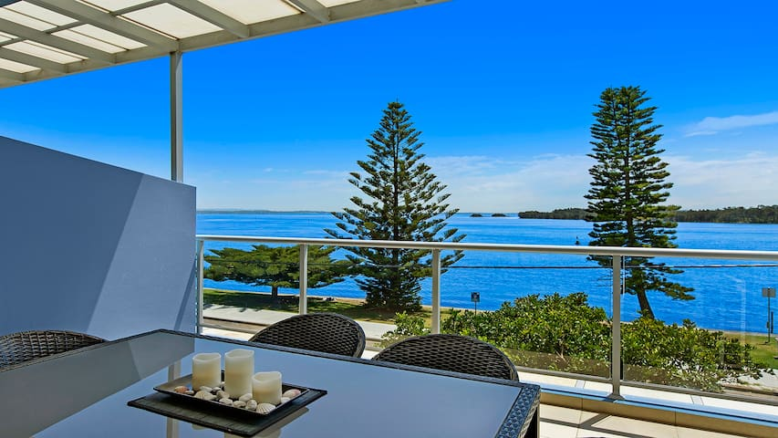 Lakeside Waterfront Apartment 18 - 4.5 Star Luxury