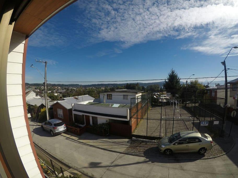 Desde la ventana se ve todo Villarrica y una parte del lago
