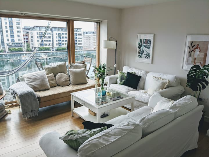 Grand Canal 2 Bed 2 Bath Terrace  City Apartment