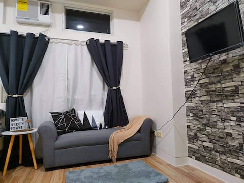 Lee Jang's Place - Condo studio type w/ partition