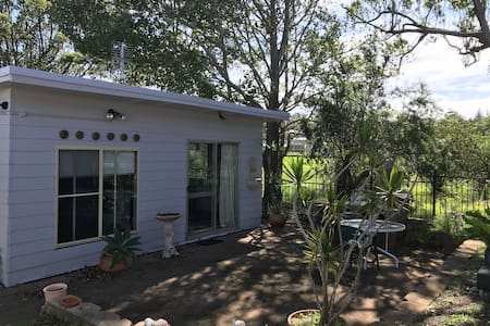 Newcastle granny flat tranquil retreat