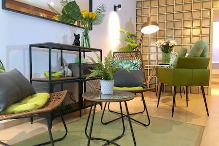 Tropical fresh apartment in center of Lisbon