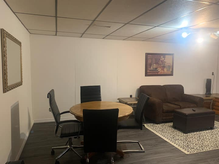 2 BR Basement Apt on Highway 4mins to the Airport