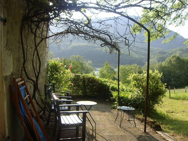 Maison savoyarde en plein champ ,sur le Rhône - Seyssel - 단독주택