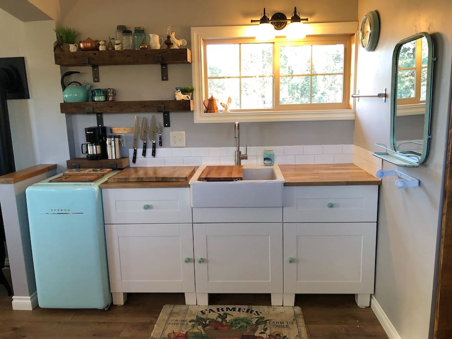 Farmhouse kitchenette