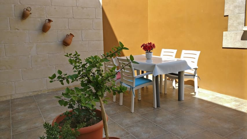 Double Bedroom with Terrace near Airport!