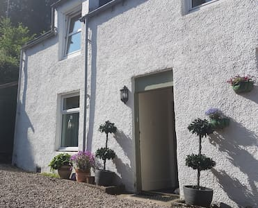 Charming Cottage between  Pubs in Craigellachie
