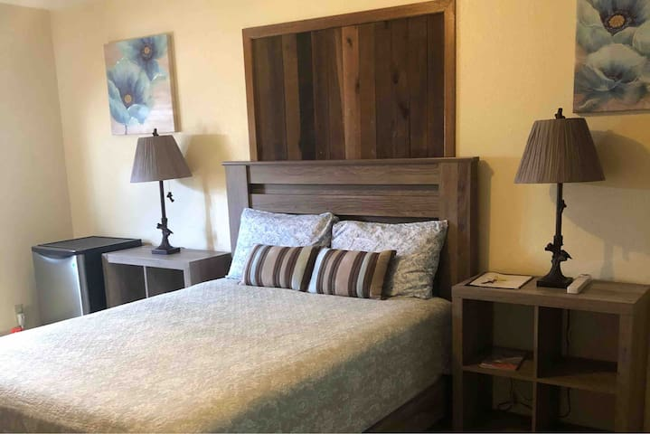 Yellowstone Mountain\River view room #5