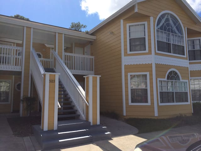 Top floor condo in gated community - Kissimmee