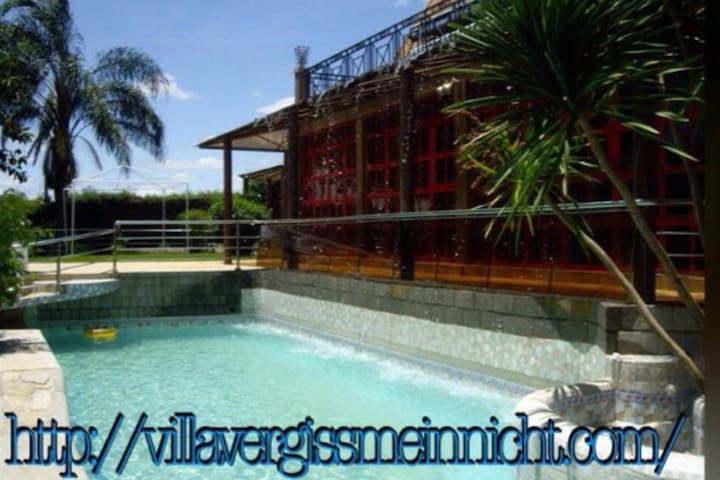 VILLA V + DOUBLE-BUNGALOW (10+ Guests) WiFi Pool