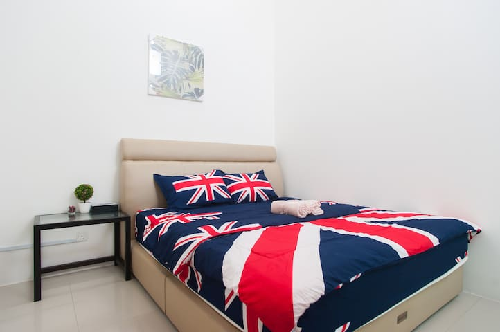 Luxury Modern Style Room - near KLIA