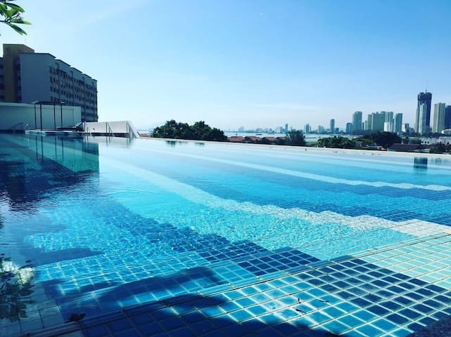 Landmark Luxury Seafront Condo(云起轩)