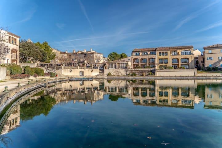 Domaine privé situé entre Alpilles et Luberon