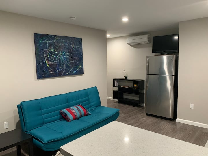 Private 1BR Home With Private Car Garage