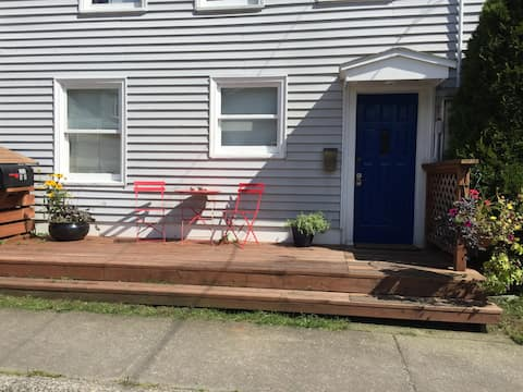Spacious 2 bedroom fully equipped downtown apt.
