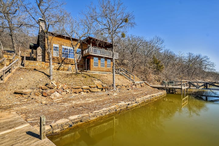 Inviting 3BR Waterfront Chico Cabin - Bridgeport - Stuga