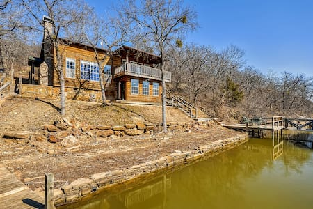 Inviting 3BR Waterfront Chico Cabin - 布里奇波特 - 小木屋