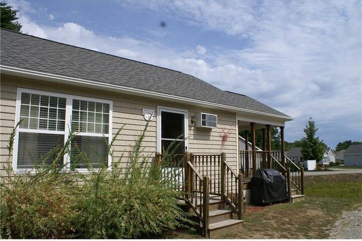 Cozy Cottage with Amenities minutes from Ogunquit
