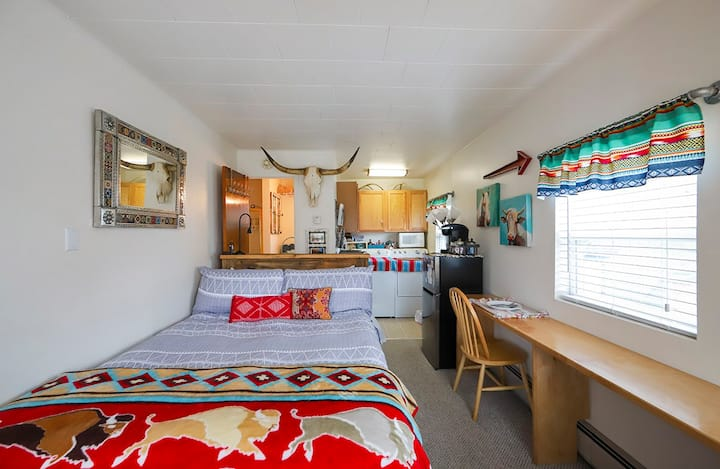 Beautiful Cozy, Bright Studio in the Mountains!