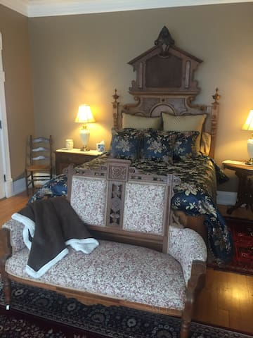 Enoch J Fargo Suite - Fargo Mansion Inn B&B - Licensed, Certified & Inspected