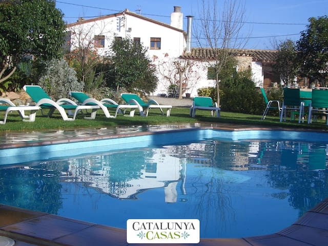Majestic Catalan mansion in Riudarenes for 20 guests, located just outside of Girona - Costa Brava - Casa