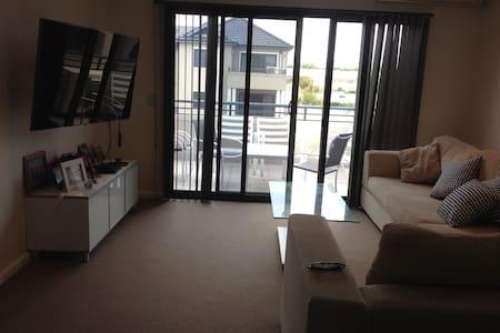 Modern Apartment near the beach - Currambine