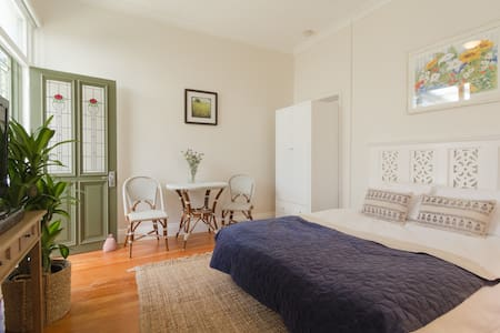 Beach Studio with Garden - Manly - Huis