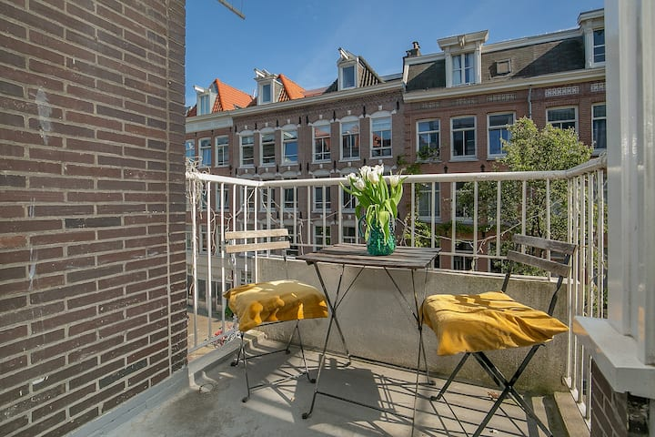 BrightCozy 2BR in the heart of Pijp with balcony!