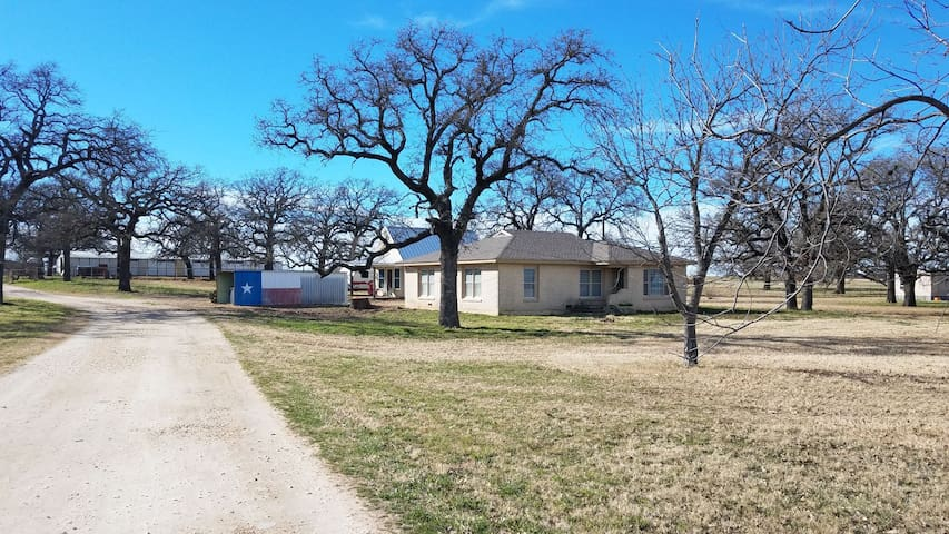 Ranch House close to Clinton Anderson