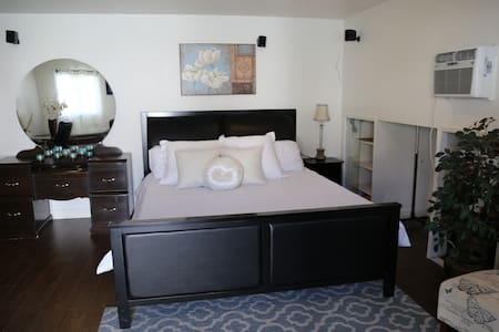 beautiful guesthouse suite,private entry - Los Angeles - Guesthouse
