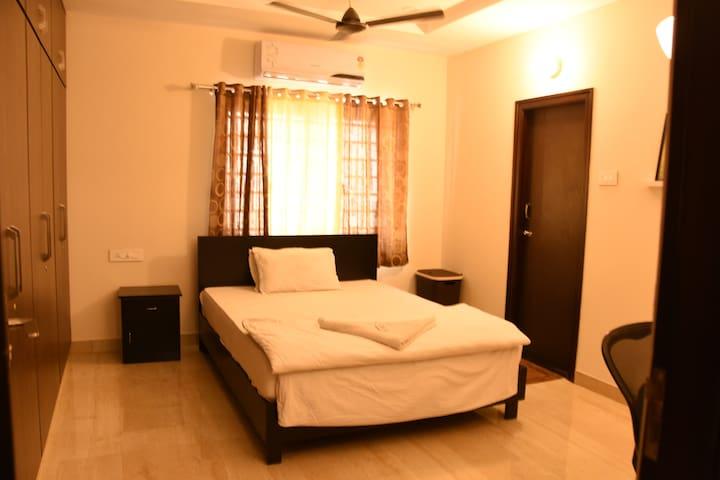 102 Room in 3 BHK Currency Nagar