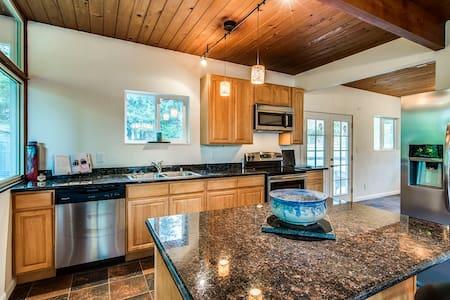 The Modern Cabin: Serene&Convenient - Bremerton - House