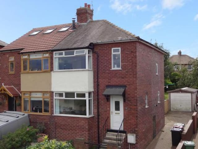 Room in spacious home close to city centre