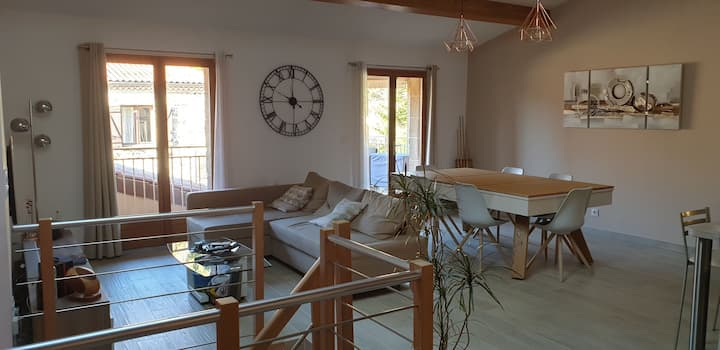 Maison de bourg neuve au calme avec terrasse
