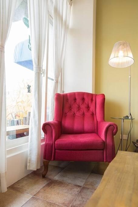 慢漫遊大廳的一角, 來杯香醇的咖啡及一本好書