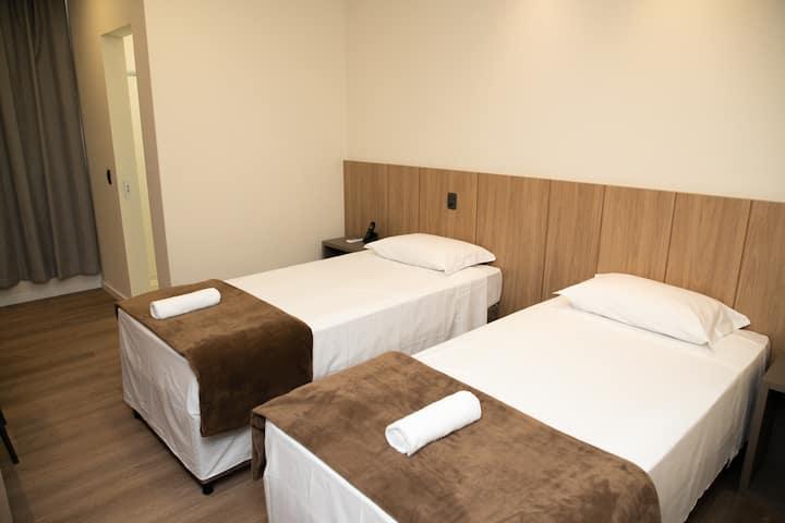 Quarto Hotel - Camas Solteiro