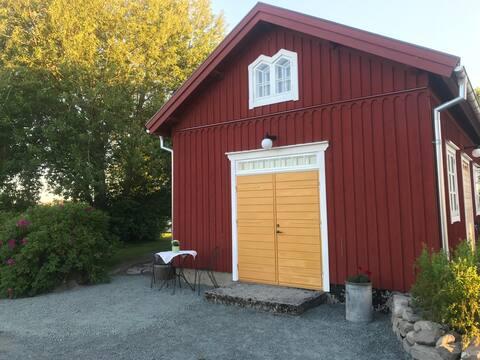 Fräscht nyrenoverat gårdshus i lantlig miljö