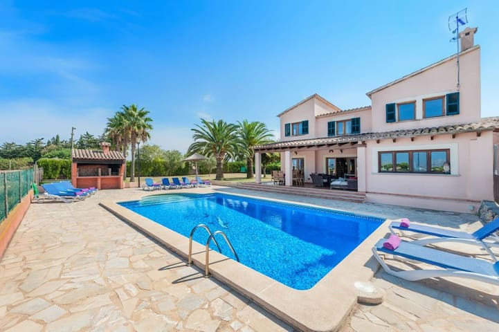 Wonderful Villa Can Roca with Swimming-Pool, Garden, WiFi and Parking available