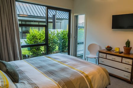 Retreat in comfort and style - Queenstown